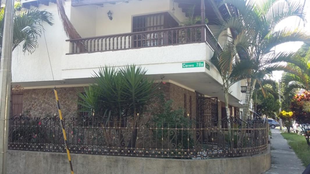 Casa en Los Colores,  Medellín,  203717